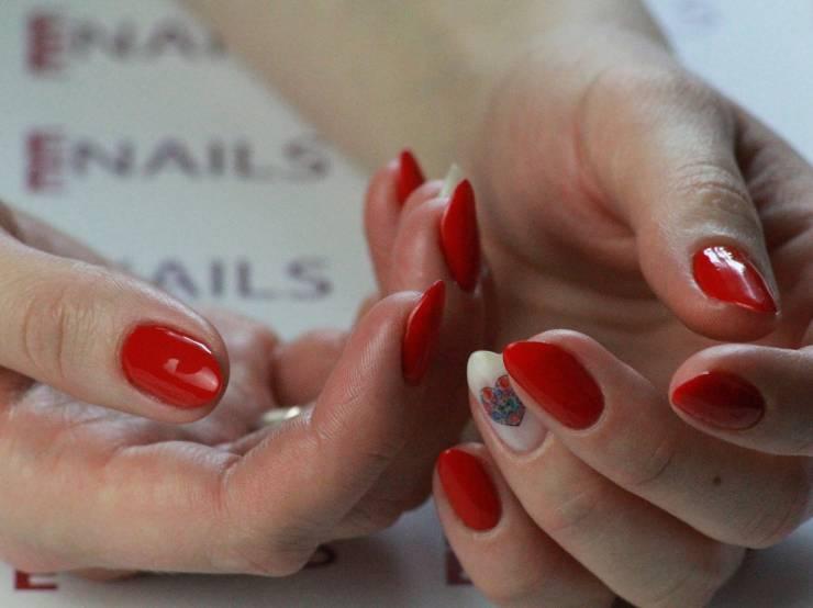manicure-3181280_1280.jpg